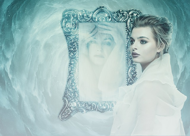 Dívka u zrcadla