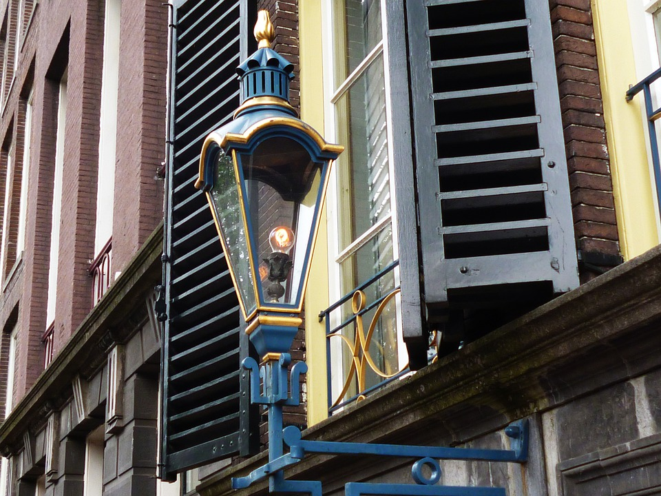 lampa na ulici